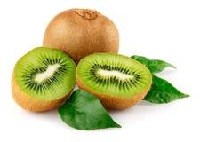 Frische Kiwifrucht mit grünen Blättern Stockbild