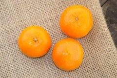 Frische Klementinen auf Tabelle Stockbild