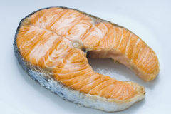 Frische Lachse gekocht mit Salat Lizenzfreie Stockfotografie