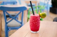 Frische Limonade auf lokalisiertem Hintergrund Lizenzfreies Stockfoto