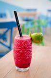 Frische Limonade auf lokalisiertem Hintergrund Lizenzfreie Stockbilder