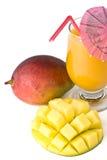 Frische Mangofrucht und Glas Mangofruchtsaft Lizenzfreies Stockfoto