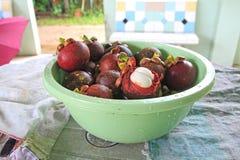 Frische Mangostanfrucht im Korb Thailand Stockfotografie