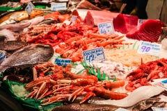 Frische Meeresfrüchte für Verkauf in einem lokalen Markt Lizenzfreies Stockfoto