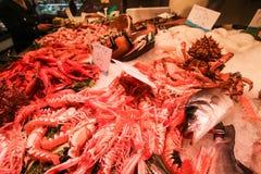 Frische Meeresfrüchte im lokalen Markt Stockbilder