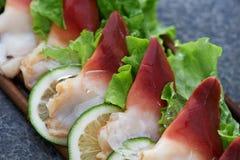 Frische Meeresfrüchte mit Salat Stockbilder