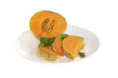 Frische Melone auf einer Platte Lizenzfreie Stockfotografie