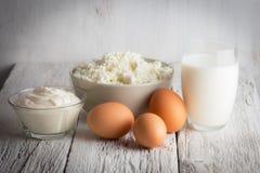 Frische Milchprodukte und Eier Stockbild