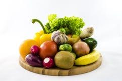 Frische Obst und Gemüse auf hölzernem Brett Stockfotografie