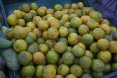 Frische Orange auf Supermarkt stockfotografie