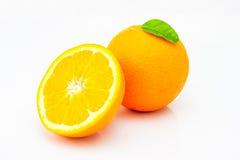 Frische Orange getrennt auf weißem Hintergrund Stockbild