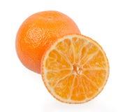 Frische orange Mandarinen lokalisiert auf einem weißen Hintergrund Stockbilder