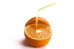 Frische Orange mit Stroh Stockfoto