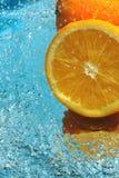 frische Orange mit Wasser Stockfotografie