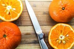 Frische Orange und Messer Lizenzfreies Stockfoto