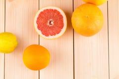 Frische Orangenzitronen und -pampelmuse Lizenzfreies Stockfoto