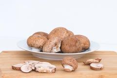 Frische organische Baby bella Pilze Lizenzfreie Stockfotografie