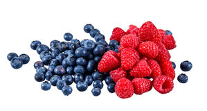 Frische organische Blaubeeren und Himbeeren Reiche mit Vitaminen Getrennt auf weißem Hintergrund Stockfoto