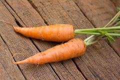 Frische organische Karotten lizenzfreie stockbilder
