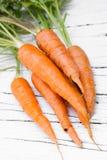 Frische organische Karotten stockbilder
