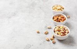 Frische organische Nüsse, Mandeln, Acajoubaum, Pistazie Stockfotos