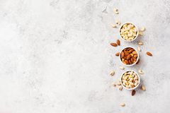Frische organische Nüsse, Mandeln, Acajoubaum, Pistazie Stockbilder