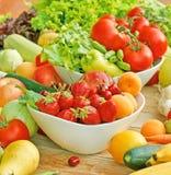 Frische organische Obst und Gemüse Lizenzfreie Stockfotos