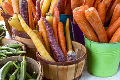 Frische organische Obst und Gemüse am Landwirt-Markt Lizenzfreie Stockfotografie