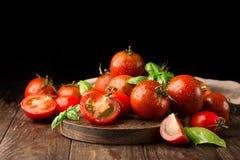 Frische organische Tomaten Lizenzfreie Stockbilder