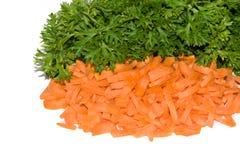 Frische Petersilie und geschnittene Karotte Lizenzfreies Stockbild