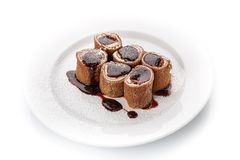 Frische Pfannkuchen der süßen Schokolade mit Käse und Soße Lizenzfreies Stockfoto