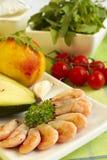 Frische Produkte auf grünem Tuch für Mahlzeit-Vorbereitung Lizenzfreie Stockbilder
