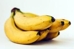 Frische reife Bananen auf weißem Hintergrund, vegetarisches Konzept lizenzfreies stockbild