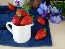 Frische reife Erdbeeren Lizenzfreie Stockfotos