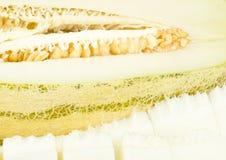Frische reife Melone mit Schnitten Lizenzfreie Stockbilder