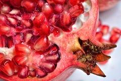 Frische reife saftige Granatapfelfrucht Lizenzfreie Stockfotografie