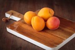 Frische rohe Aprikosen Lizenzfreies Stockbild