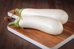 Frische rohe weiße Auberginen Lizenzfreie Stockfotografie