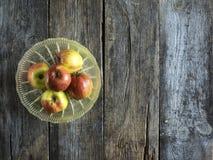 Frische rote Äpfel lizenzfreie stockfotos