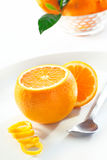Frische saftige Orange mit Eifer Stockfotos