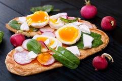 Frische Sandwiche des Toaststrengen vegetariers Stockbild