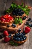 Frische selbst gemachte berrie Törtchen stockbilder