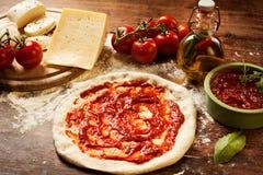 Frische selbst gemachte Pizza Stockfotos