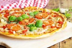 Frische selbst gemachte Pizza Lizenzfreies Stockfoto
