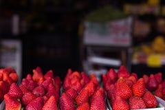 Frische selbstgezogene, des Bauernhofes organische gesunde Obst und Gemüse an Franc Stockfotografie