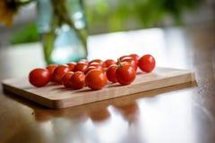 Frische selbstgezogene Tomaten des Gartens Lizenzfreie Stockbilder