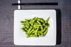 Frische Sojabohnen dienten mit Salz, asiatisches Lebensmittel stockfotos