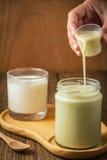 Frische Sojamilch und Jogurt Stockbild