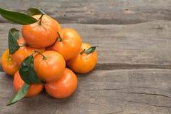 Frische Tangerinen mit Blatt Lizenzfreie Stockfotografie