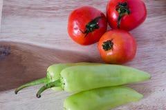 Frische Tomaten und Pfeffer Stockbilder